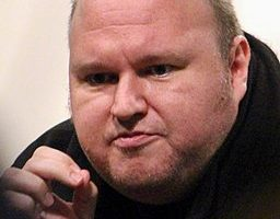 Megaupload Founder Calls for Facebook, Twitter Replacement